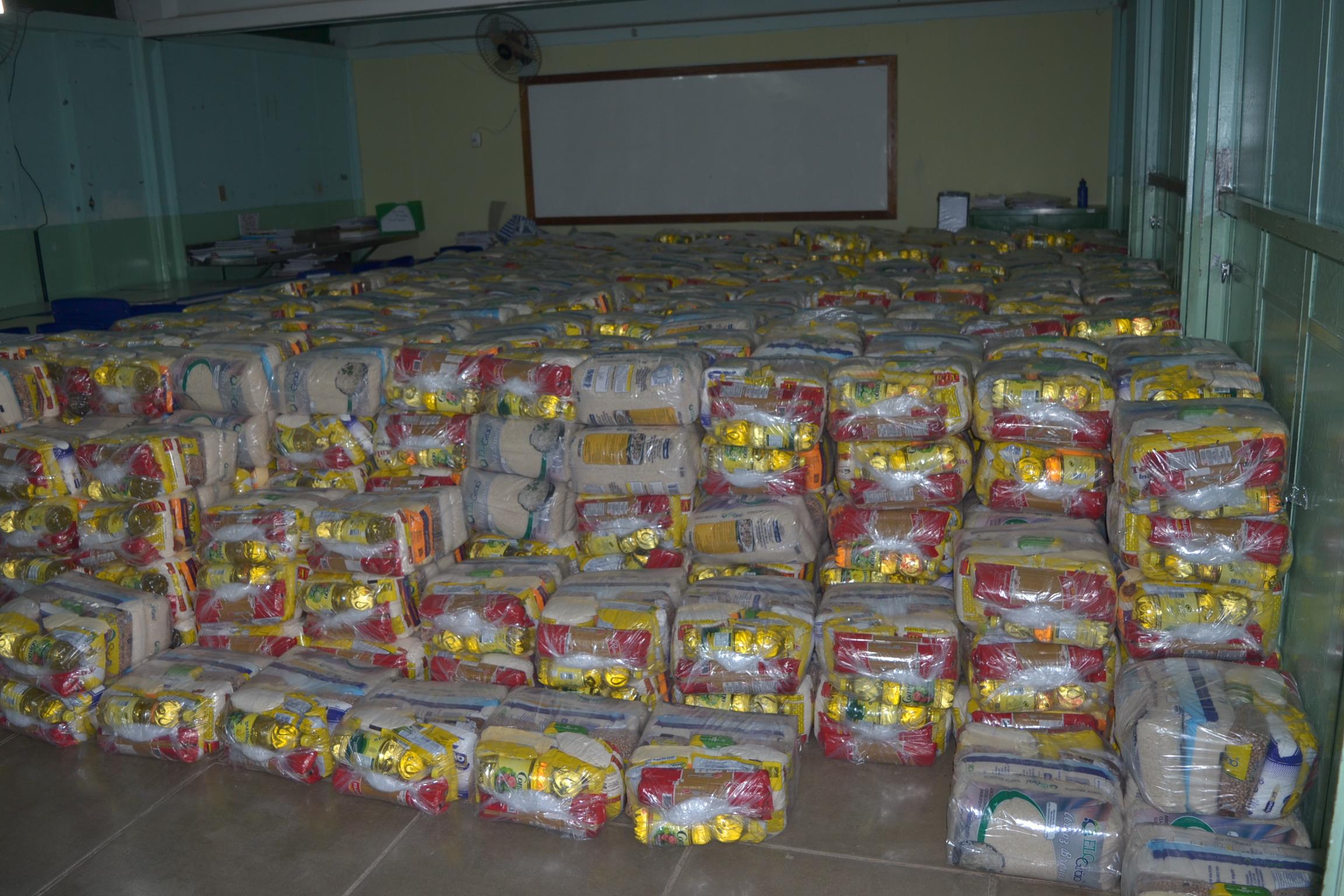 Imagem de destaque Prefeitura distribui cestas básicas para as famílias dos alunos das escolas municipais