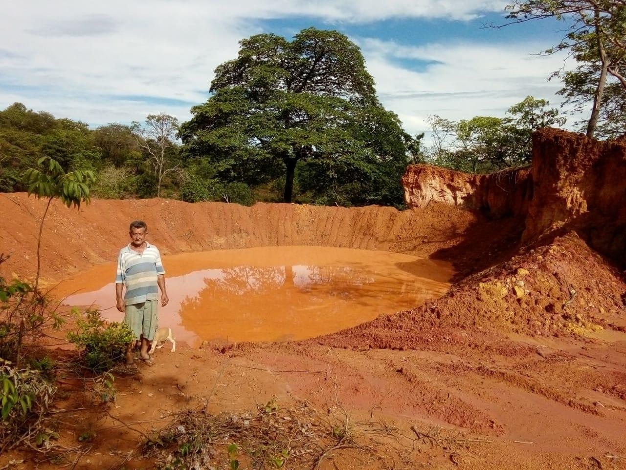 Imagem de destaque CONSTRUÇÃO DE 40 (QUARENTA)   BARRAGINHAS PARA CAPTAÇÃO DE ÁGUA SUPERFICIAIS DA CHUVA -ASSOCIAÇÃO DOS MORADORES, AMIGOS  PRODUTORES RURAIS DE BUR