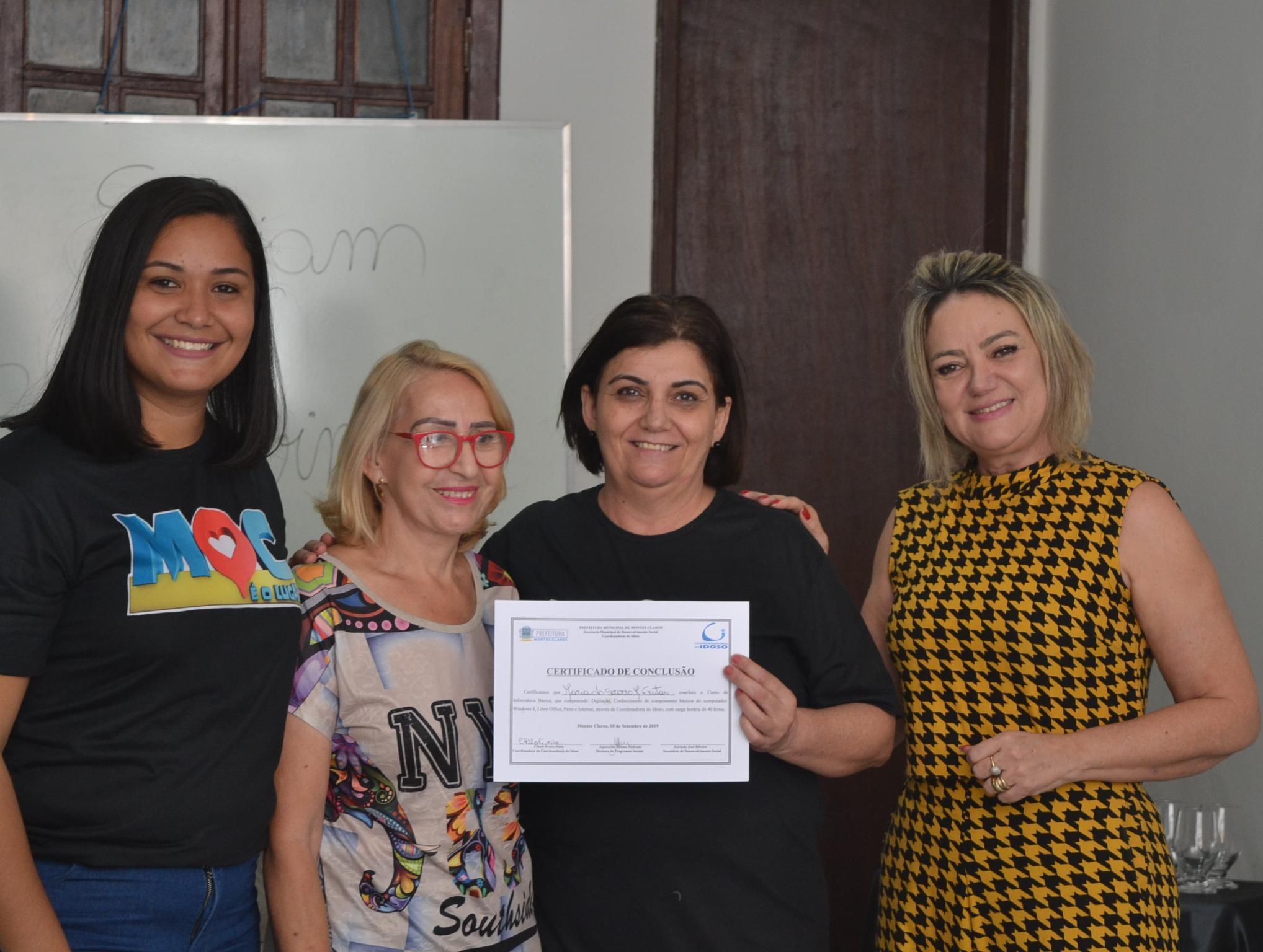Imagem de destaque Idosos recebem certificados do Curso de Informática Gratuito da Prefeitura