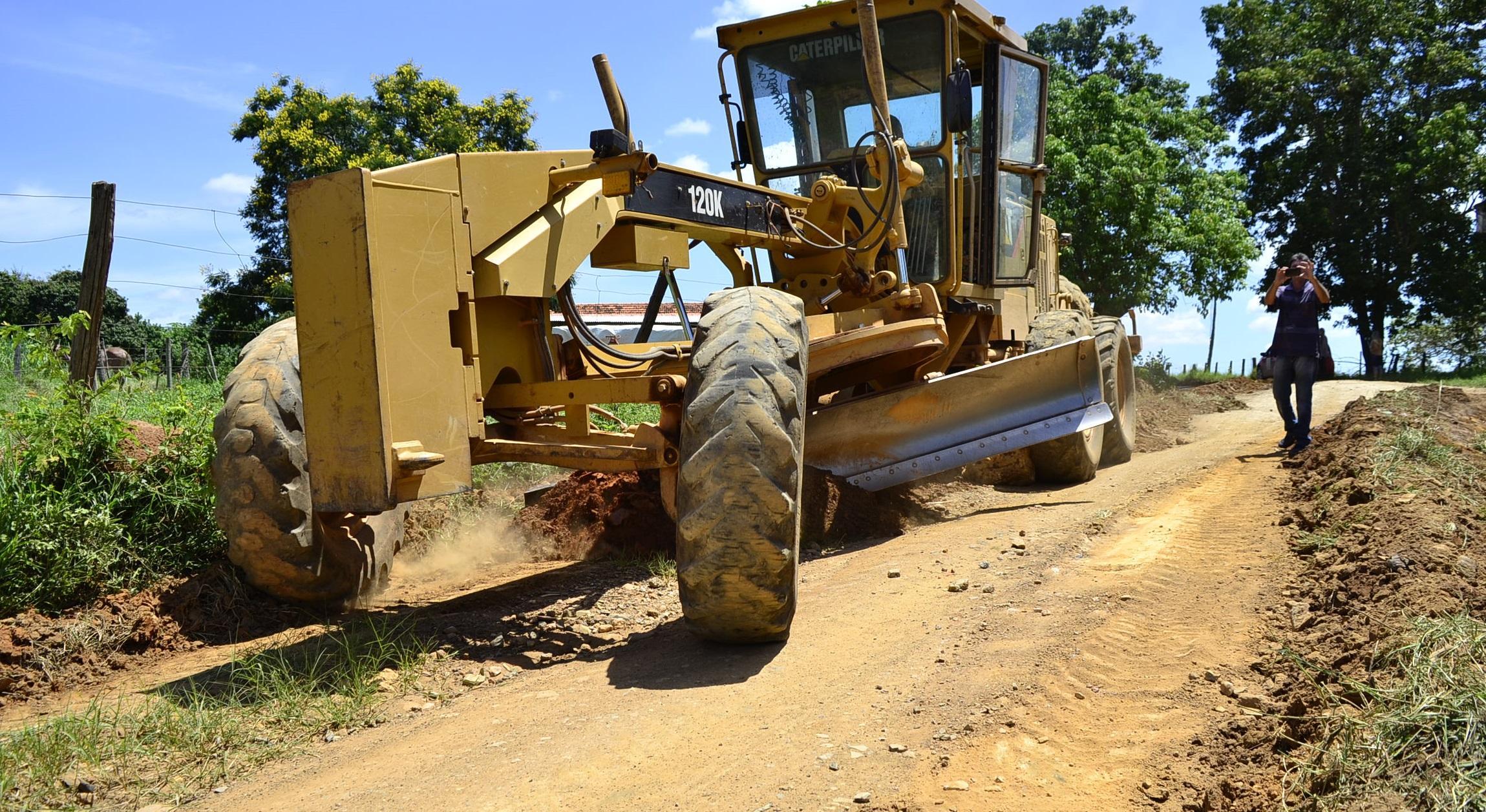 Imagem de destaque Prefeitura compra quatro novas motoniveladoras para manutenção de estradas rurais