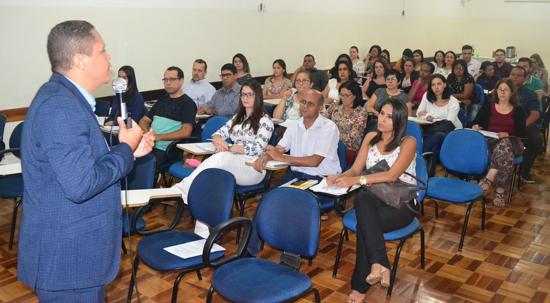 Imagem de destaque Servidores da Prefeitura participam de curso de implantação do eSocial na Administração Municipal
