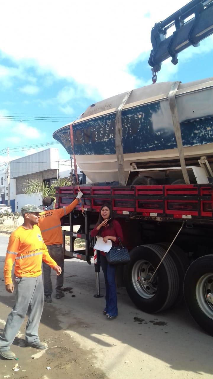 Imagem de destaque Operação Sucata -  Teve até um barco entre os veículos recolhidos pela Prefeitura