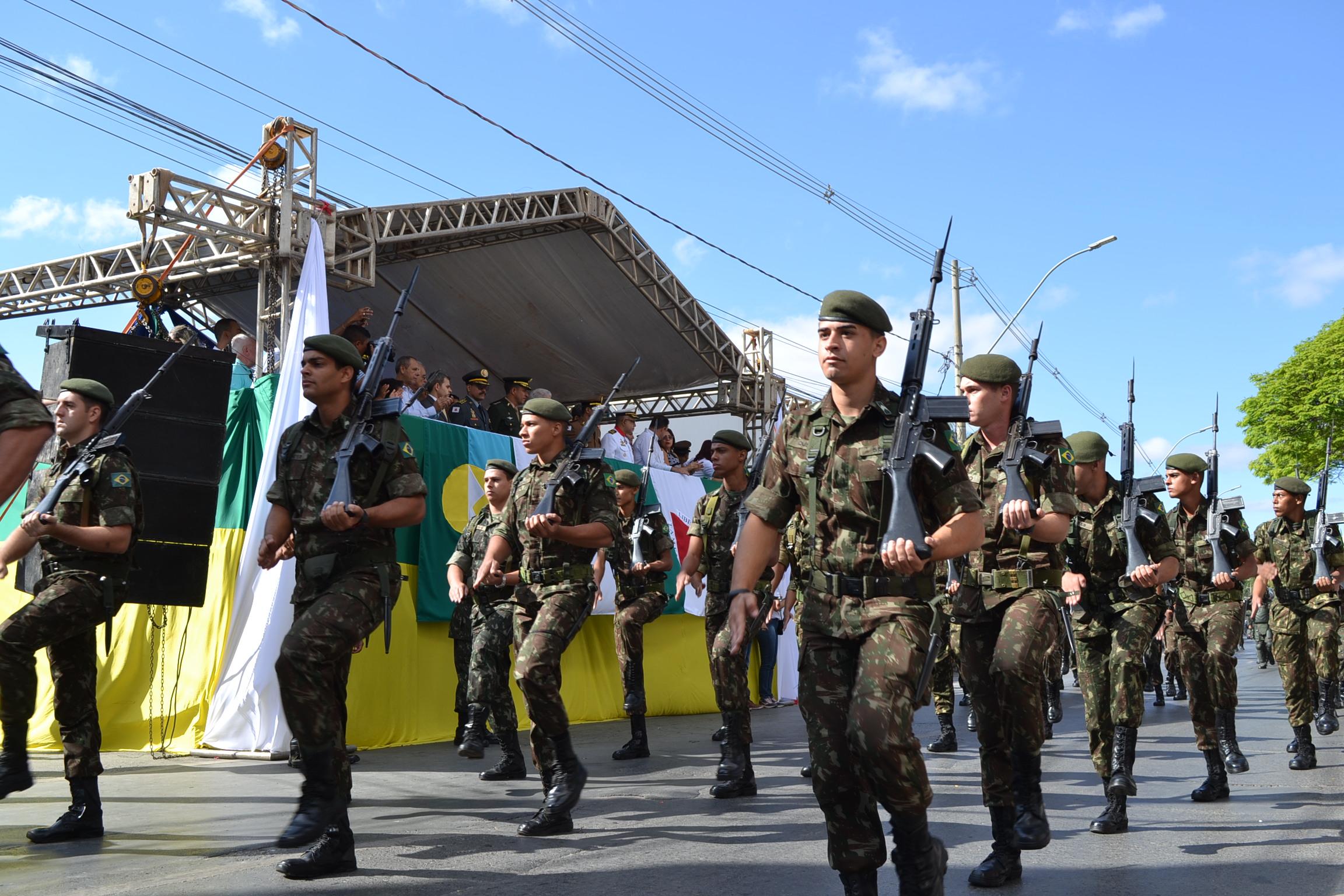 Imagem de destaque Desfile de Independência leva multidão para a avenida Sanitária