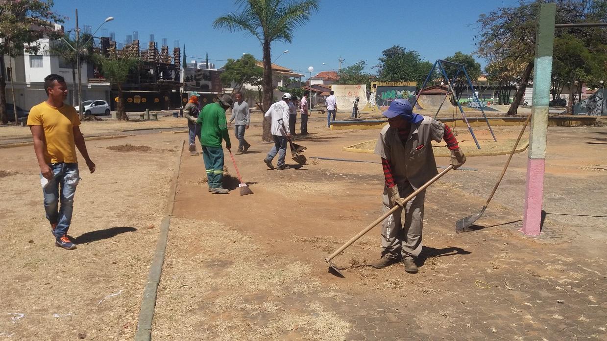 Imagem de destaque MEIO AMBIENTE - Praças Wanderley Fagundes e Honorato Alves já estão sendo revitalizadas pela Prefeitura