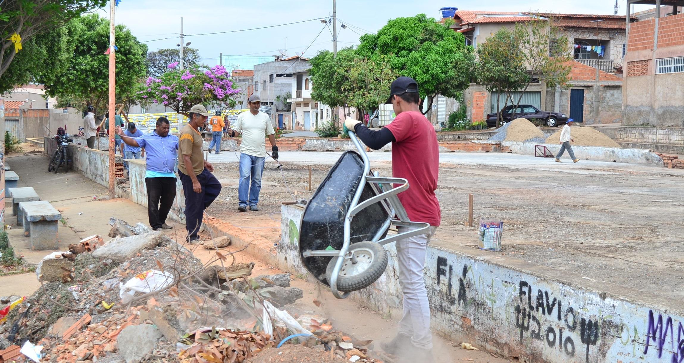 Imagem de destaque Prefeitura inicia reforma de quadra na Vila Áurea