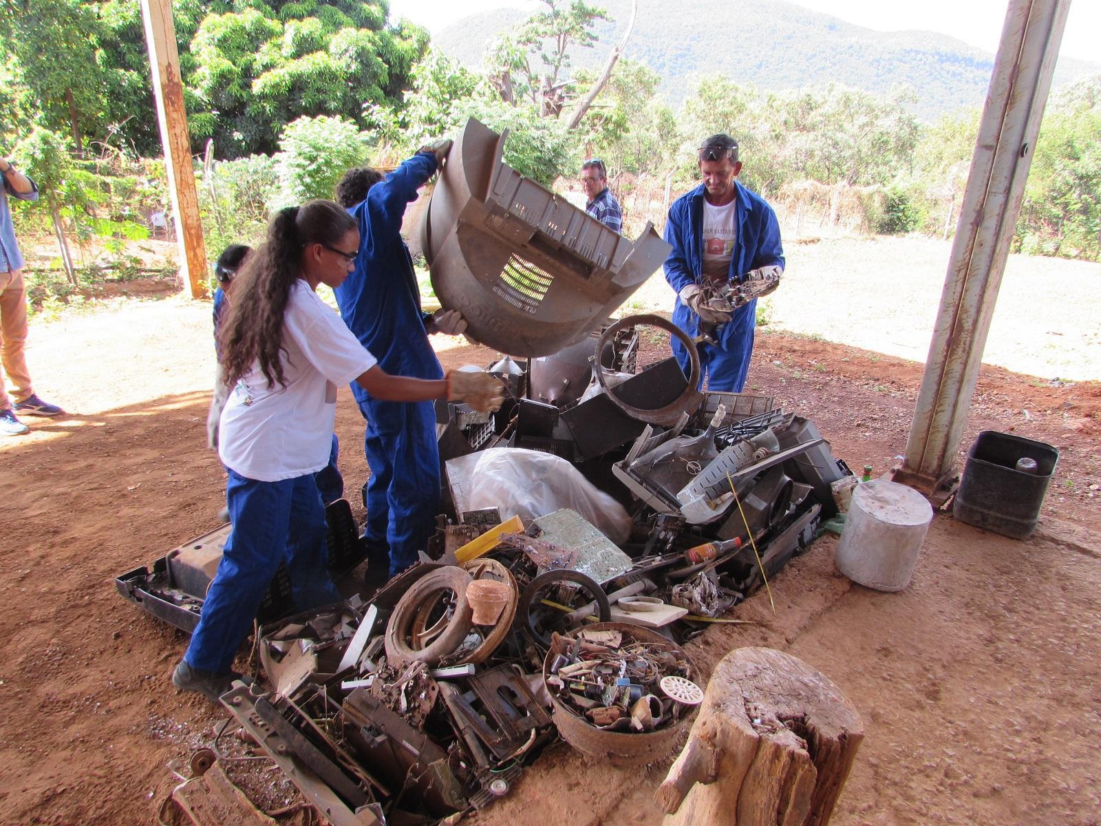 """Imagem de destaque """"Para Colher, Basta Reciclar"""" - Projeto de Tabuas é exemplo para outras comunidades"""