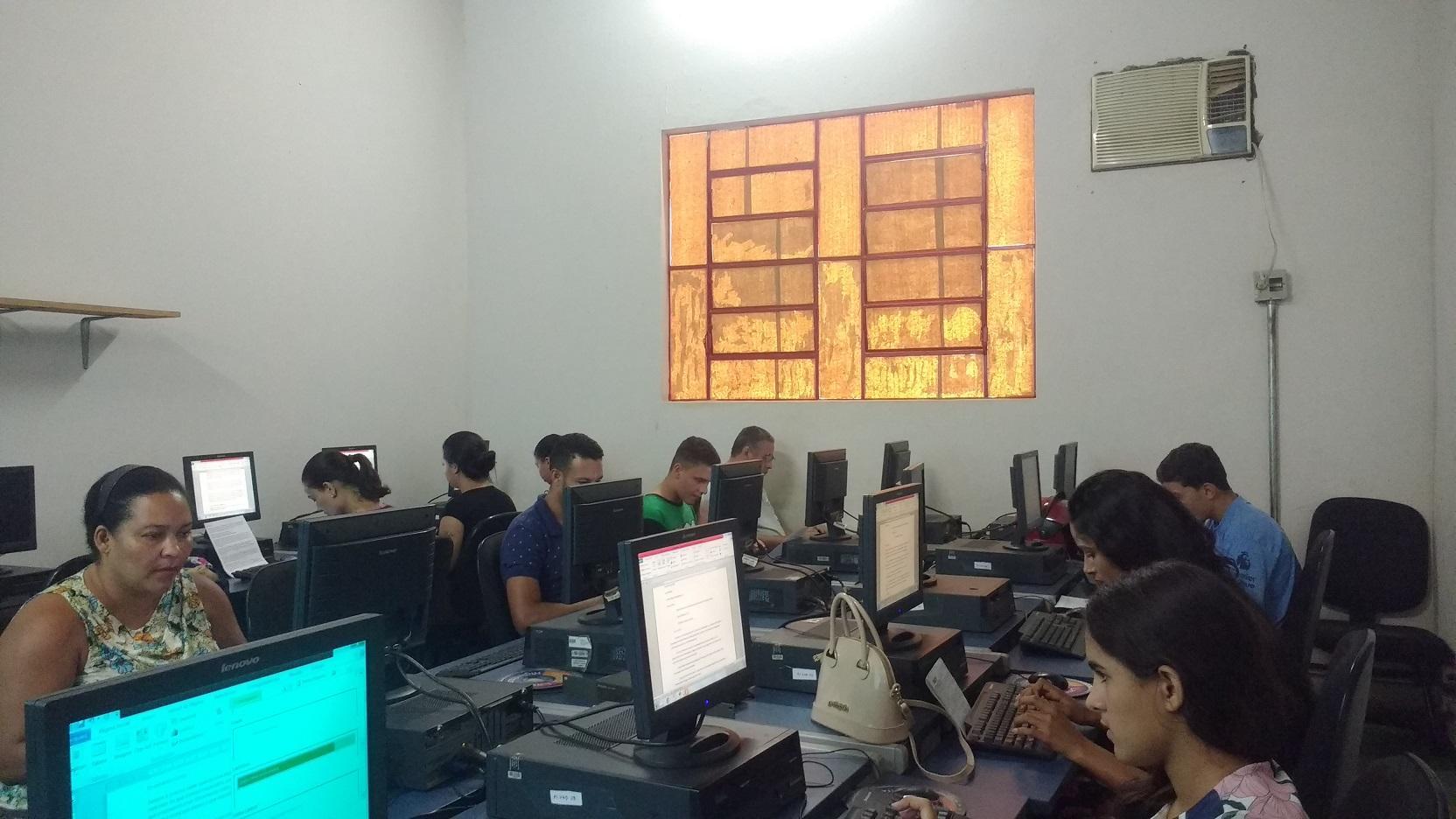 Imagem de destaque Prefeitura, em parceria com a SRE, oferece cursos gratuitos de Informática Básica, Libras e Noções de Máquinas de Costura