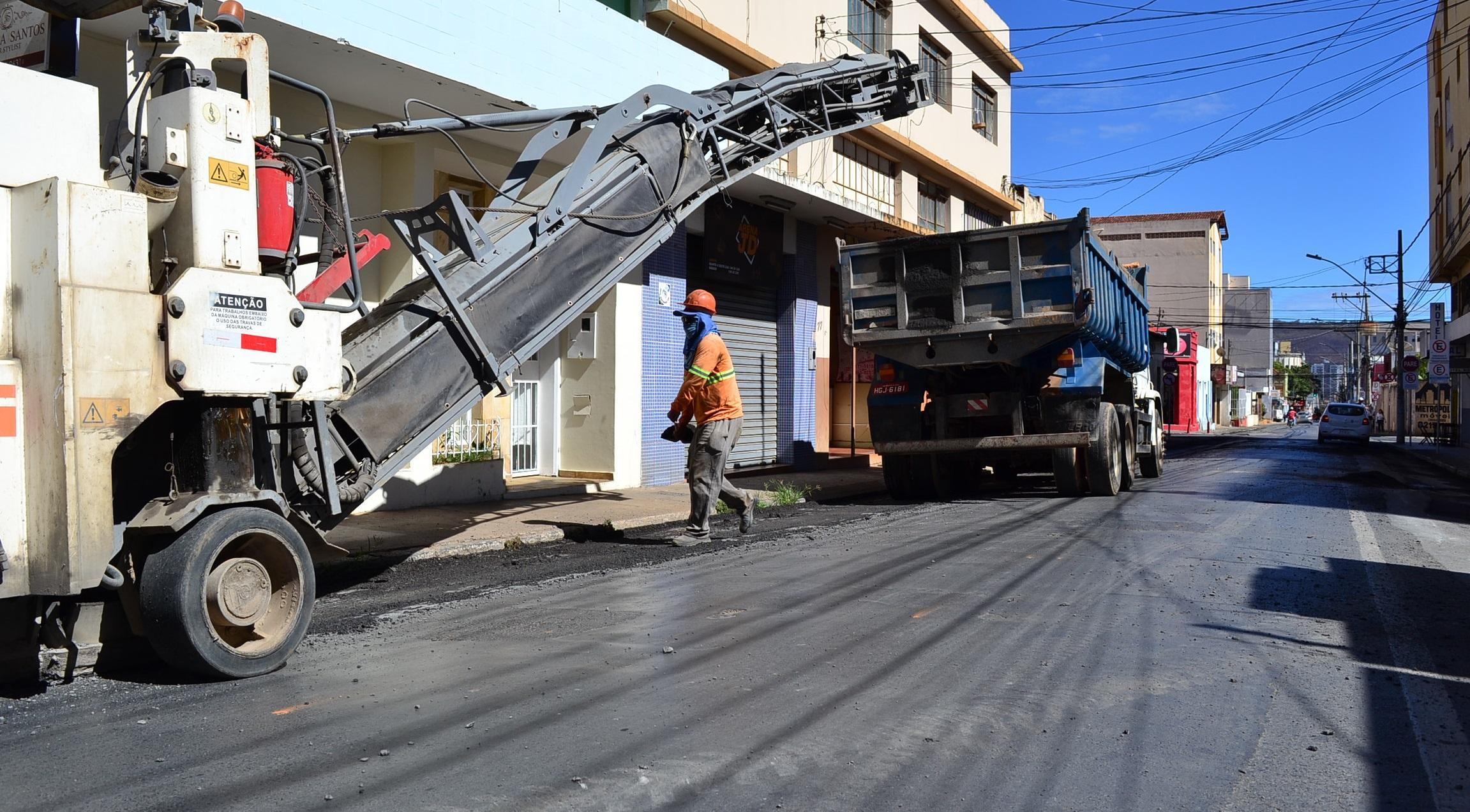 Imagem de destaque Prefeitura intensifica recapeamento na área central e leva asfalto novo para os bairros