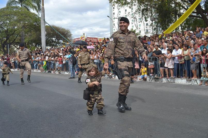 Imagem de destaque SETE DE SETEMBRO - Desfile levou milhares para a avenida Sanitária