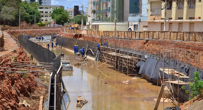 Imagem de destaque Paredes do canal da avenida Vicente Guimarães recebem concreto