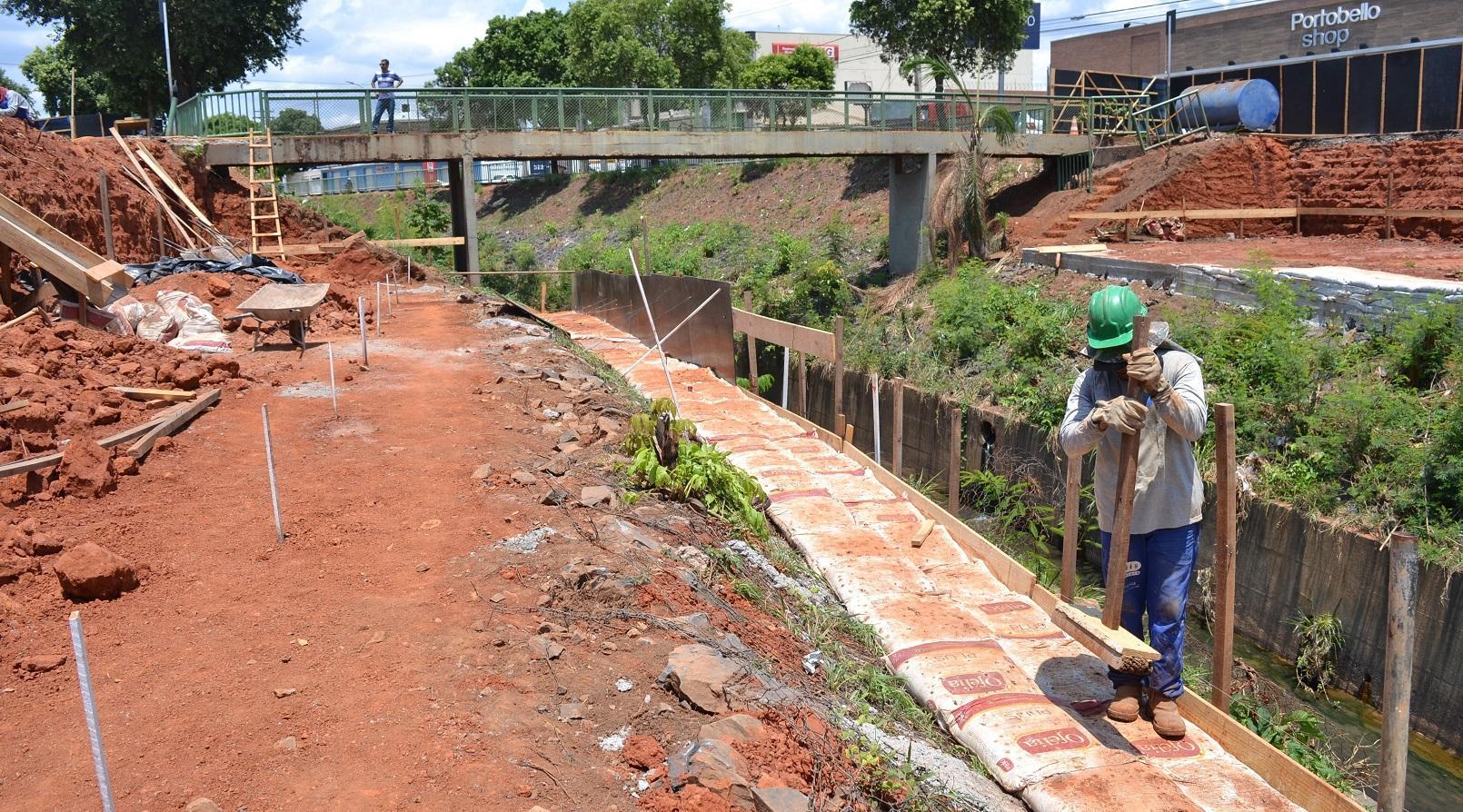 Imagem de destaque COMPLEXO VIÁRIO JOÃO XXIII - Avançam as obras de construção da ponte sobre o rio Vieira