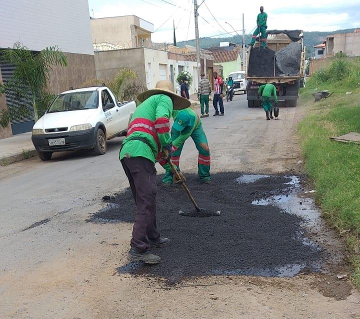Imagem de destaque OPERAÇÃO TAPA BURACOS - Bairros Delfino Magalhães, Edgar Pereira e Ibituruna são beneficiados