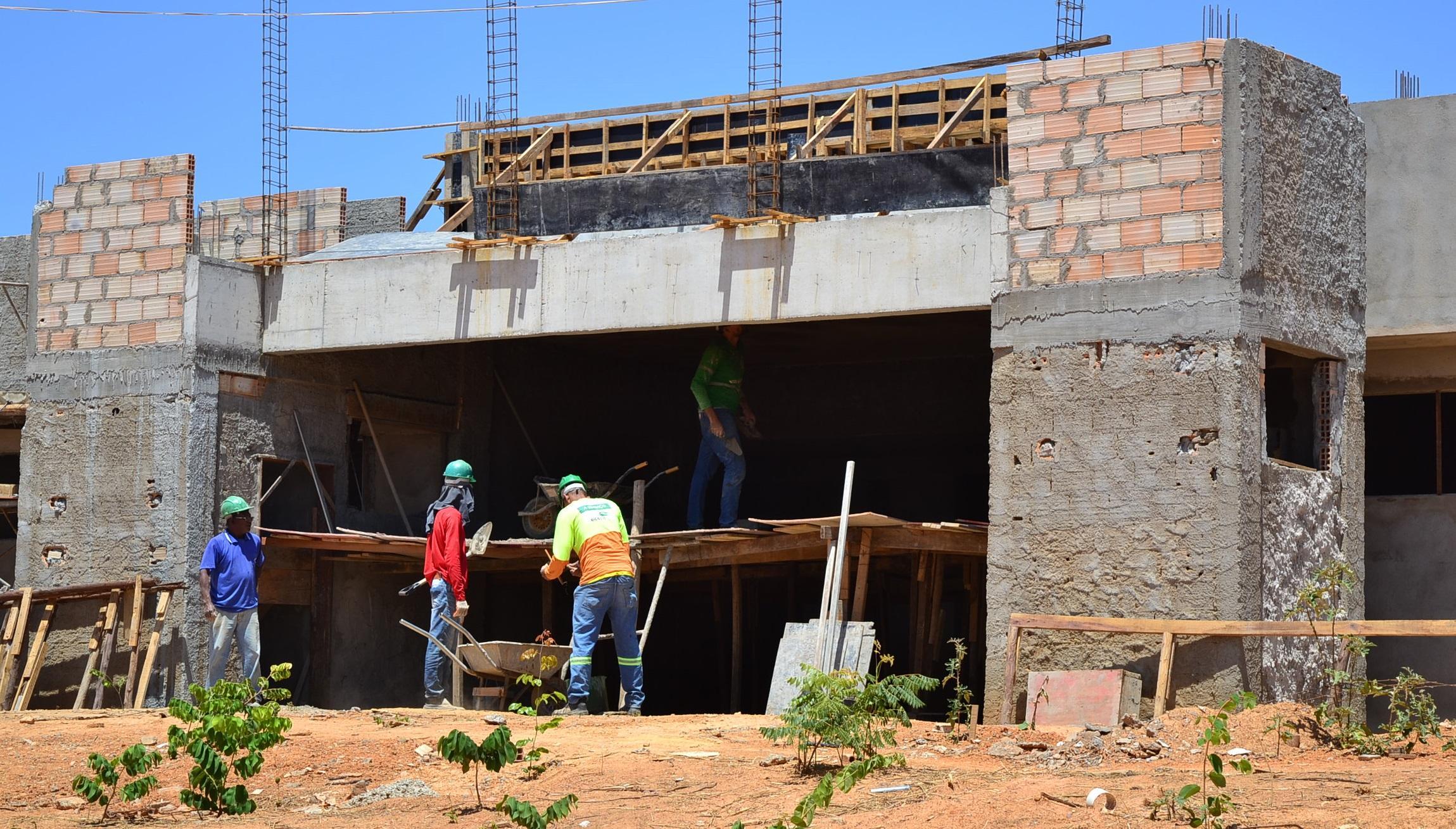 Imagem de destaque COMPLEXO DE SAÚDE MENTAL - Prefeito visita obras nos bairros Planalto e Recanto das Águas