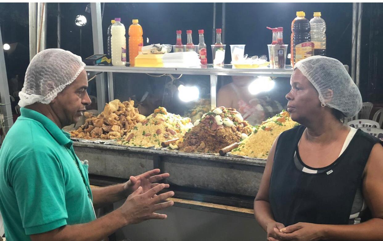 Imagem de destaque FESTA DO PEQUI -  Vigilância Sanitária orientou comerciantes sobre conduta adequada na comercialização de alimentos