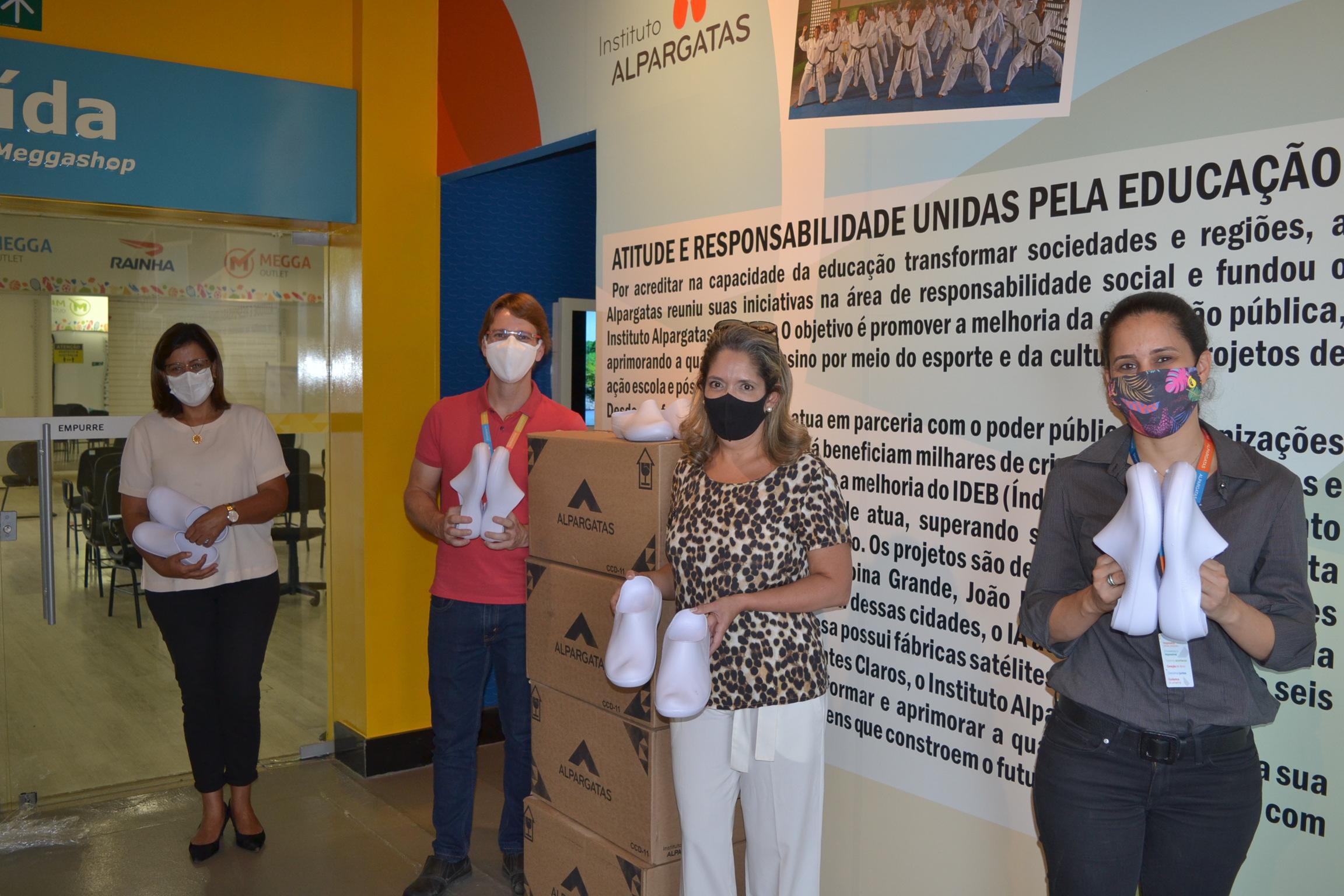 Imagem de destaque COVID-19 - Instituto Alpargatas doa calçados para profissionais da linha de frente