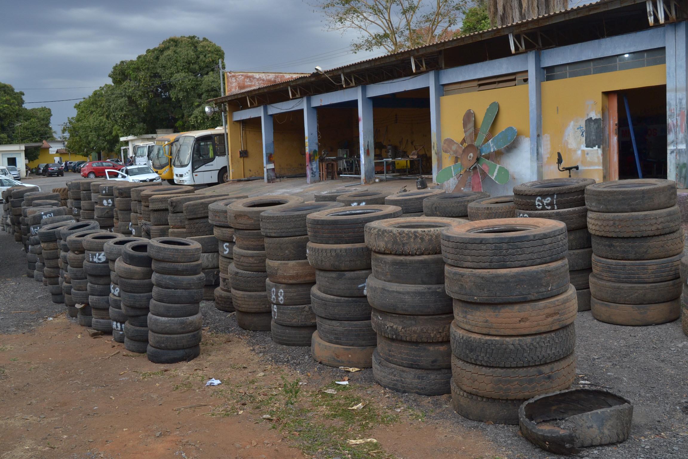 Imagem de destaque RESÍDUOS SÓLIDOS - Prefeitura realiza o descarte de pneus inservíveis